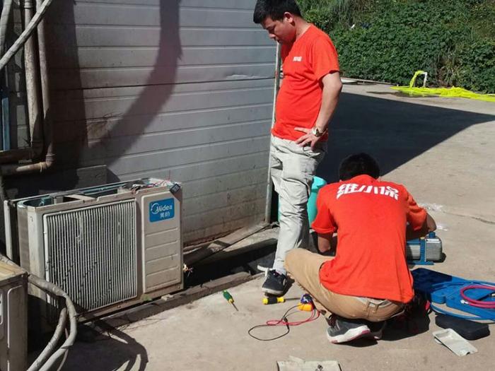 如何清洁空气源热泵机组?
